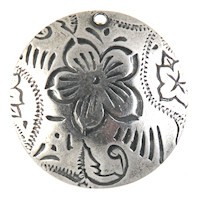 Trinity Brass Antique Silver 20mm Dancing Flower Pendant x1