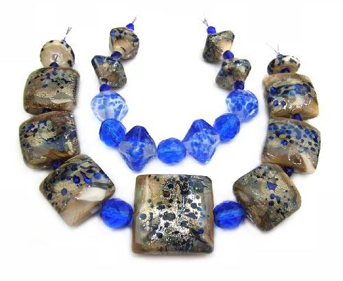 Regal Pillows and Diamonds  - Ian Williams Handmade Artisan Glass Lampwork 17 Beads