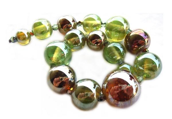 Green Aurae Lustre Spheres Set of 15 Graduated Artisan Glass Lampwork Beads - Ian Williams