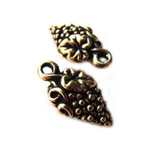 TierraCast Pewter Antique Gold Plated 15mm Grapes Charm x1
